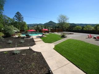Wolf's Paw - Pool, Hot Tub, Bocce, Fire Pit and in the heart of the Sonoma Wine Country, Kenwood