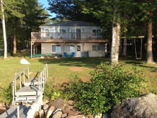 Updated 3BR Cabin on Maranacook Lake w/Private Dock, and Wrap Around Deck - Lakefront Living At Its Best!, Winthrop