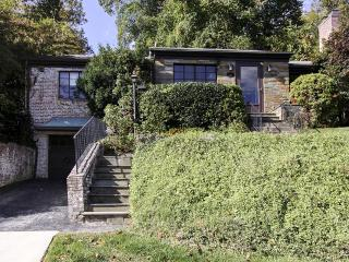 Completely Renovated 3BR Washington DC House w/ Wifi, Enclosed Porch, Finished Basement & Brand New Kitchen - Close to Major Attractions, Downtown Chevy Chase & More, Silver Spring