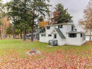 Delightfully Charming 4BR Burnham House on Lake Winnecook w/Fun Decor, Fire Pit & Panoramic Lake Views - Easy Access to Many Major Area Attractions!