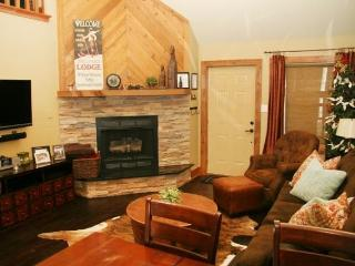 Spectacular 3BR Angel Fire Condo w/Wifi, Fireplace & Beautiful Decor - Blocks Away from the Ski Lift, Near Golfing, Restaurants & More!