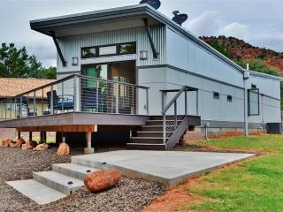 Modern & Fancy 2BR Sedona House w/Wifi, 2 Private Decks & Stunning Cathedral Rock Views - Easy Access to Vineyards, Slide Rock State Park & Many Other Attractions!