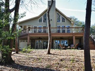 Fully Updated 3BR Westminster House on Lake Hartwell w/Wifi, Large Deck, Private Dock, Great Views & Much More - Only 30 Minutes from Clemson University!