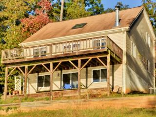 Marvelous 2BR Waterloo House on Lake Greenwood w/Private Dock, Outdoor Fire Pit & Breathtaking Sunset Views - Close to Public Boat Launch, Shopping, Dining, Golf & More!