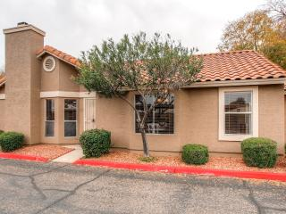 Tranquil 2BR Peoria Condo w/Wifi & Private Patio - Close to U of P Stadium, Westgate Entertainment District, Golf, Sports Venues, Spring Training & Much More!