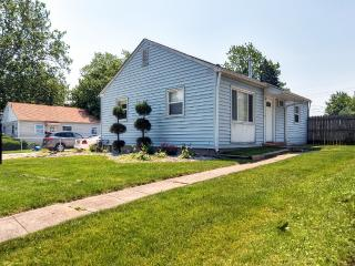New Lower Rates! 3BR Champaign House Minutes From U of I, Around the Corner from Hessell Park & Close to the Champaign Country Club! Inviting Property w/Wifi & Fenced Yard