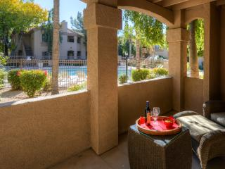 Remarkable 1BR Scottsdale Condo w/Wifi, Complex Pool Access, Putting Green & Numerous Other Resort-Like Amenities - Walking Distance to Restaurants, Shopping, & More!