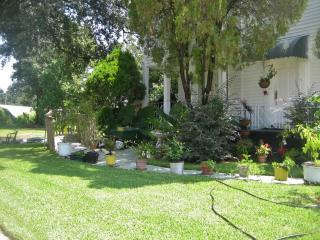 Lovely 2BR Duplex Home in New Orleans with Large Garden, Prime Location Just 10 Minutes from the Best NOLA Attractions!, Nouvelle-Orléans