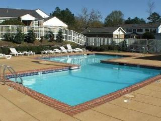 Splendid 2BR Tuscaloosa Condo - 1 Mile from Campus!