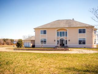 Impressive 3BR Stevensville House Overlooking Eastern Shore w/Wifi, Private Swimming Pool & Game Room - Minutes From the Beach, Golfing & More!
