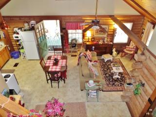 Charming 3BR Clinton Cabin w/Cable TV & Beautiful Countryside Views -  Secluded on 3 Wooded Acres, Near Historic Sites, Antique Shops & LSU!