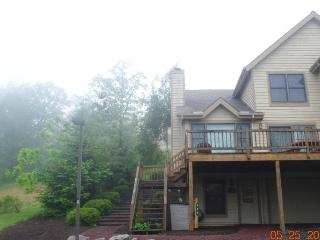 SKI CAMELBACK / 4 BDRMS / 3 FULL BATHS / FREE WIFI