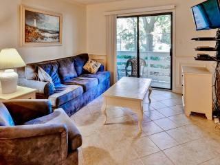 Gorgeous 2BR Hilton Head Island Condo w/Wifi, Hot Tub & 2 Community Pools + Tennis Access - Walk to Beach!