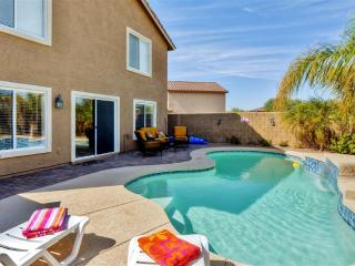Contemporary 4BR Buckeye House at Sundance Development w/Wifi, Private Heated Pool, Office Nook & Great Mountain Views - Close to Golf, Shopping, Spring Training, Downtown Phoenix & More - 30 Minutes to Sky Harbor!