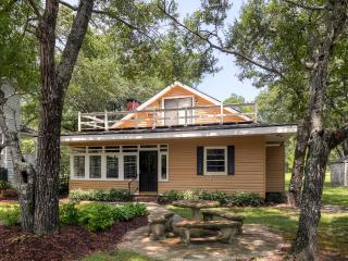 New Listing! Relaxing 3BR Mullins Riverfront House w/Sunroom & Wood Burning Fireplace - Directly Situated on the Little Pee Dee River! Enjoy Tubing, Fishing & More
