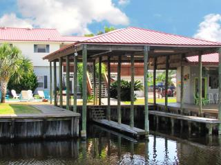 Blue Bayou~Waterfront,Pool,2 Boat Slips,Sleeps 15!, Orange Beach