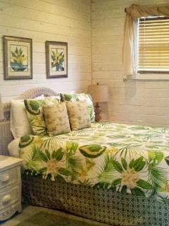 QUEEN room. Rave reviews for COMFORT!