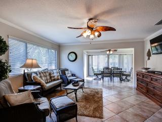 Airy 3BR Welaka Condo w/Wifi, Private Boat Slip & Dock - Prime Location Along St. Johns River, Near Salt Springs, Ocala National Forest & More!