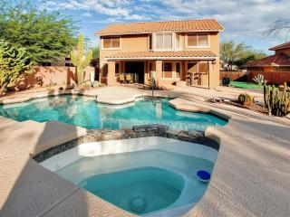 New Listing! Dazzling 3BR Cave Creek House at Tatum Ranch Golf Club w/Wifi, Private Pool, Outdoor Kitchen & 9-Hole Putting Green - Minutes to PGA, Sports Venues & Old Car Auction!