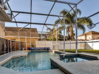 Extremely Spacious 4BR Davenport Villa w/Wifi, Private Screened Pool + Spa, Huge Fenced Yard & Game Room - Close to Shops, Golf, Disney World & Other Major Attractions!