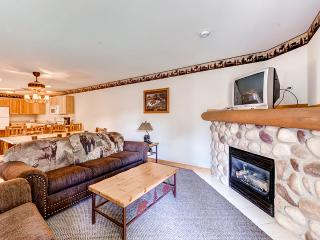 Exquisite 2BR Utica Cabin w/Multiple Private Balconies, Beautiful Views & Countless Resort Amenities - Only 1/2 Mile from Outdoor Recreation at Starved Rock State Park! Veterans & Military Members Welcome!