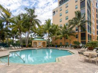 Beautifully Appointed 2BR Burnt Store Marina Condo w/Screened Lanai, Resort