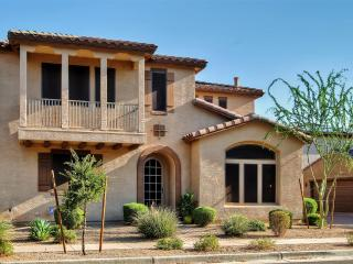 New Listing! Tuscan-Style 3BR Phoenix House w/Wifi & Small Private Backyard - Near Hiking, Golf Courses, Restaurants, Spas & the Beautiful Arizona Desert!, Anthem