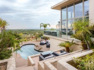 Expansive 5BR Phoenix House w/Wifi, Natural Gas Grill, Private Outdoor Pool & Spectacular Mountain/City Views - Unbeatable Camelback Mountain Location! Easy Access to Dining, Nightlife, Shopping, Sporting Events & More!