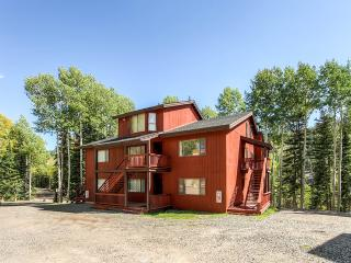 Enjoyable 2BR Beaver Condo w/Beautiful Mountain Views - Ski-in/Ski-Out Access at Eagle Point Ski Resort!, Junction