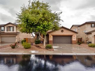 Modern & Spacious 3BR Maricopa House w/Beautiful Private Backyard & New Patio Set - Wonderful Location Near Restaurants, Shopping, Golf, Sports Venues & More!