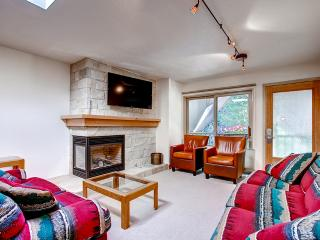 Inviting 2BR Aspen Condo w/ Balcony & Fireplace!
