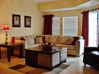 Elegant 6BR Myrtle Beach Villa w/ WiFi, Washer/Dryer and Air-Conditioning - Steps from Pristine Beaches!, North Myrtle Beach