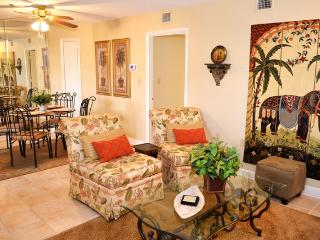 2BR Hilton Head Condo - Access to Pool, Sauna, Gym - Walk Straight to the Beach!