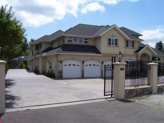 Spacious Villa For a Large Group WIFI, Bothell