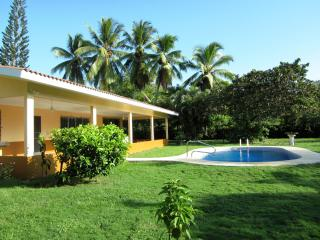 Private Beach Home With Swimming Pool Sleeps 10, Farallón (Playa Blanca)