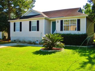 Clean & Cozy 3BR House - Centrally Located Between Historic Downtown Savannah & the Beaches of Tybee Island