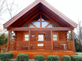 "Five Star- ""Happy Bear Cabin"", Pigeon Forge"