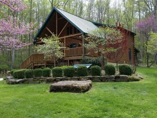 Wise Old Owl Cabin French Lick 5 Star w King Beds!, Taswell