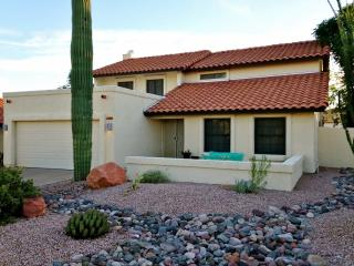Recently Renovated 3BR Tempe House w/Wifi, Firepit & Huge Covered Patio - Backs up to Papago Park & Close to Sporting Events, Shopping & Renowned Attractions!