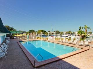 Waterfront 2BR 2 Bath Suite at the Sara Bay Marina