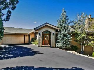 Peaceful 4BR Prescott Mountain Home w/Wifi, 2 Full Kitchens & 2 Decks - Walking Distance to Downtown Prescott, Arizona!