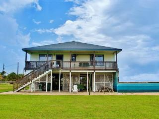 Bright 3BR Galveston House w/Large Yard, Wifi & Great Open Floor Plan - Across the Street from the Beach!