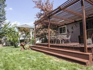Incredible 4BR House - Secluded Suburban Living w/Large Deck & Wifi - Easy