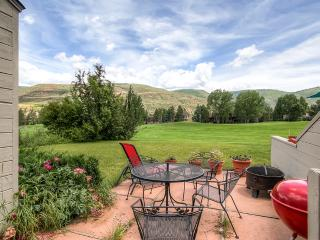 Enticing 3BR Avon Townhouse w/Amazing Mountain Views, Patio, Fireplace, and More - Perfectly Located on Eagle-Vail Golf Club Between Vail & Beaver Creek!