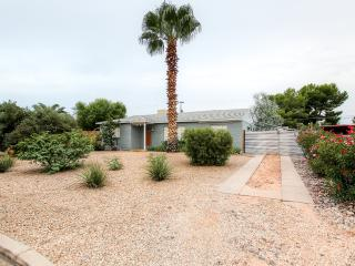 Updated 2BR + Den Tucson Home w/Wifi & Huge Private Backyard - Centrally Located Near Downtown, Foothills, U of A, La Encantada Shopping & Much More!