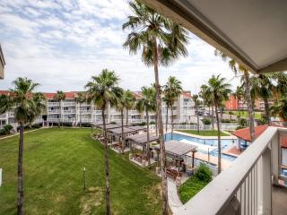 Reduced Rates! Top Floor 1BR South Padre Island Condo w/Private Balcony & Complex Amenities Access - Winter Texan Special! Near Schlitterbahn, the Beach, Restaurants & More!, Port Isabel