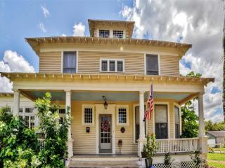 New Listing! 'The Hicks-Gregg House' Historic & Fully Restored 4BR Brownsville House w/Wifi, Baby Grand Piano & Large Bay Porch - Close to Downtown, South Padre Island, Mexico & More!
