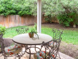 Beautifully Zen 3BR House in Round Rock w/Wifi, Stunning Interior & Private Backyard – Great Location Outside of Austin! Close to Golf Course, Pool & More