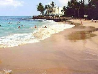 The KONA LIGHTHOUSE 4 BD/RM HOME - WALK TO BEACH!