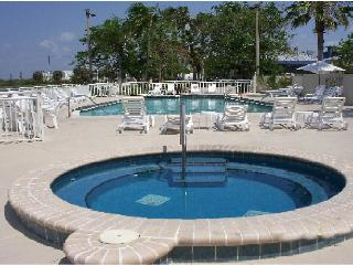Luxury Waterfront 3b.3b. Townhouse Suite U-436, At Private Beach, Tampa Bay